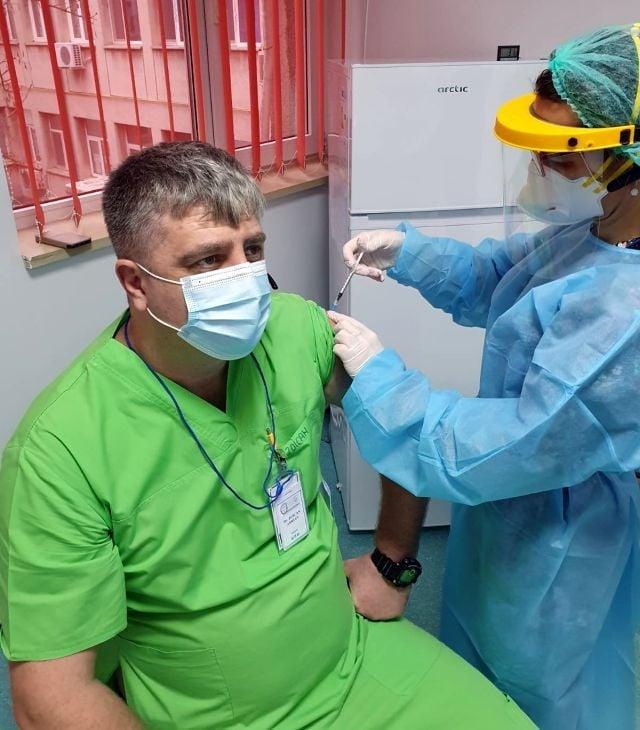la-buzau-s-au-vaccinat-anti-covid-mai-putin-de-o-suta-de-cadre-medicale,-in-prima-zi-a-campaniei-de-imunizare
