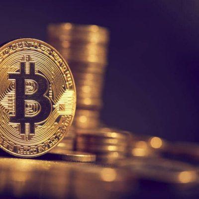 bitcoin-se-tranzactioneaza-aproape-de-recordul-de-duminica-de-34.800-de-dolari,-dupa-o-crestere-de-800%