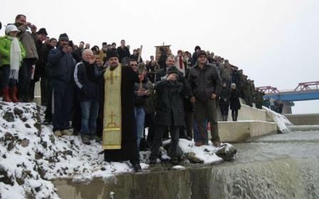 procesiunea-de-boboteaza,-anulata-pentru-a-doua-oara,-in-ultimii-20-de-ani!-de-unde-pot-lua-credinciosii-apa-sfintita