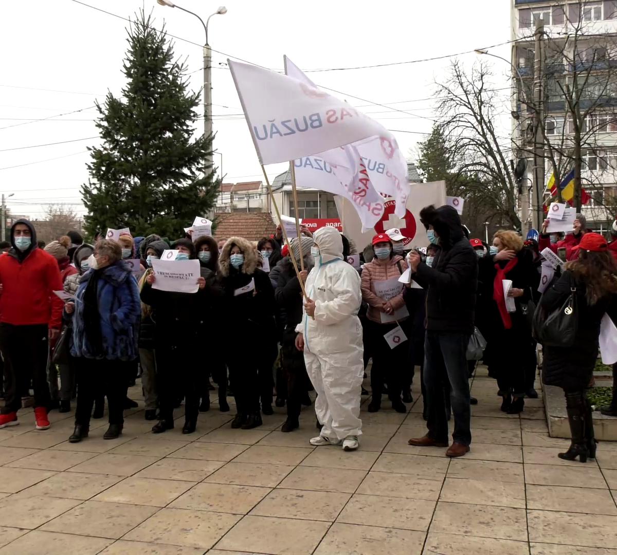video-protest-al-sindicalistilor-din-unitatile-medicale,-in-fata-prefecturii-buzau