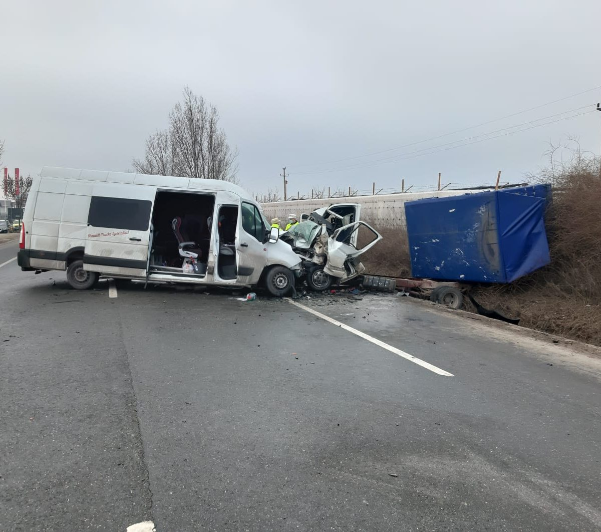 un-mort-si-trei-raniti,-dupa-coliziunea-dintre-o-camioneta-si-o-duba-produsa-langa-ramnicu-sarat