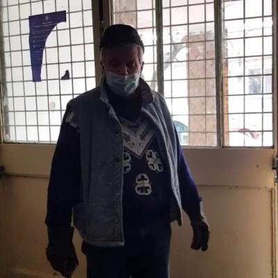 """video-pensionari-dintr-un-cartier-buzoian,-terorizati-de-gastile-de-cartier.-""""pe-vecinul-l-au-gazat-in-lift,-cu-spray-lacrimogen"""""""